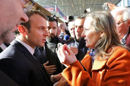 Macron sifflé par des paysans, et interpellé par des pro-vegan au salon de l'Agriculture