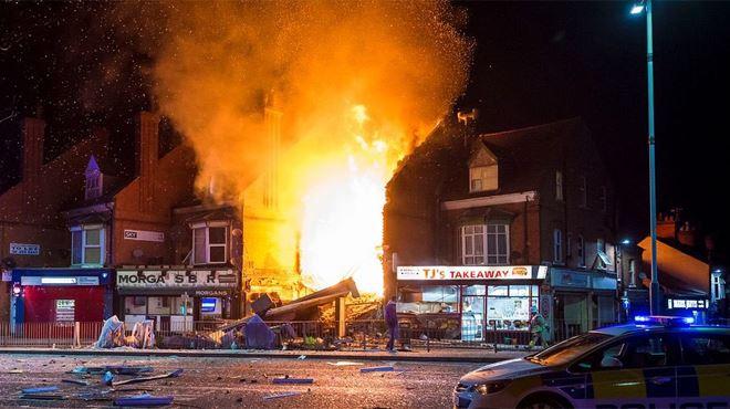Énorme explosion dans le centre de Leicester en Angleterre- un night-shop et un appartement détruits, des flammes par-dessus le quartier (vidéos) 1
