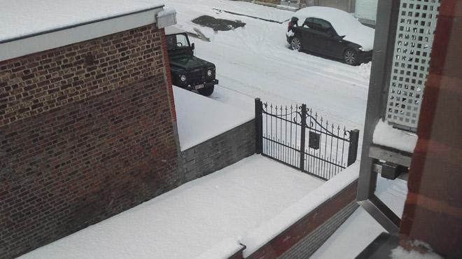 Rues de Berloz enneigées ce matin, la colère d'une habitante: