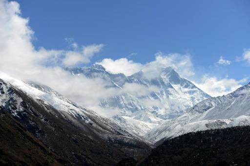 Un Espagnol abandonne à nouveau l'ascension hivernale de l'Everest
