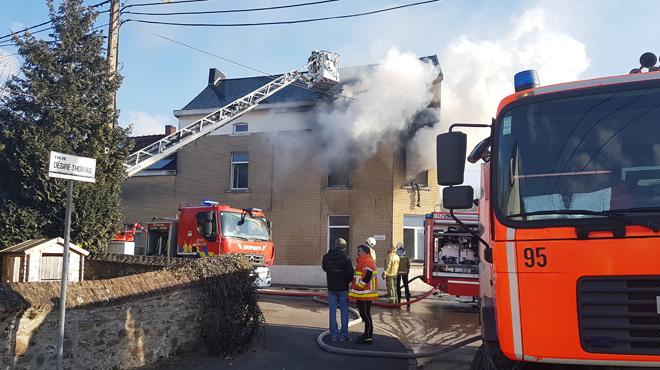 Un incendie se déclare à l'étage d'une maison à Jamioulx: un adulte et deux enfants évacués