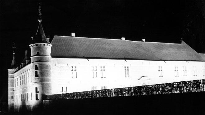 Une vis de 8 mètres de long installée au château de Freÿr à Hastière
