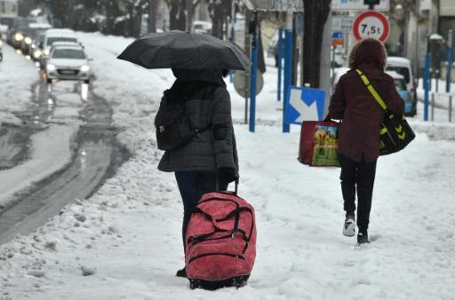 La neige et le verglas remontent vers le Nord et l'Est, amélioration au Sud