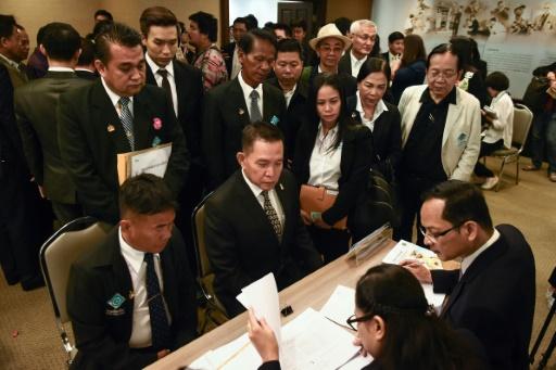 Thaïlande: des dizaines de partis s'enregistrent en vue des prochaines élections