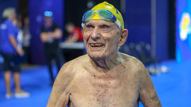 Avoir 99 ans n'est pas un obstacle pour un record mondial (vidéo)