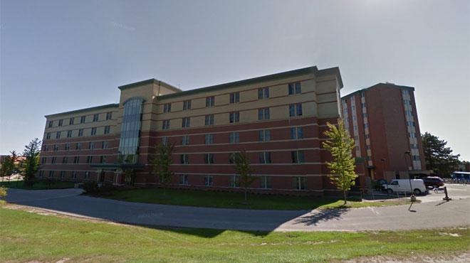 Coups de feu sur le campus de l'université de Central Michigan: deux personnes abattues, le suspect par encore arrêté