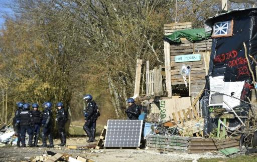 France : les opposants à un projet d'enfouissement de déchets nucléaires bravent une interdiction de manifester