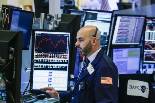 Wall Street en ordre dispersé, inquiète de rétorsions contre les Etats-Unis