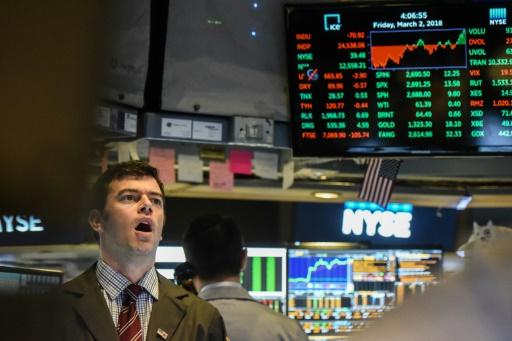 Wall Street, face aux craintes d'une guerre commerciale, ouvre en baisse