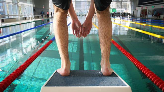 Face au problème grandissant de la prise de photos de jeunes filles à la piscine, une commune flamande va sévir