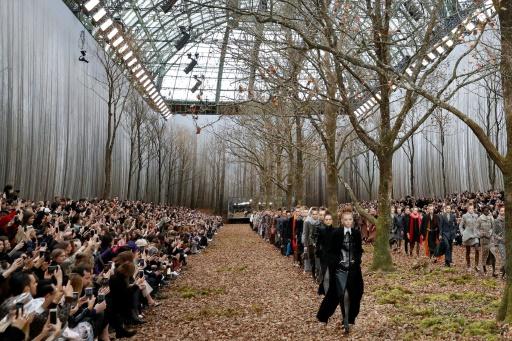 Chanel recrée une forêt pour un défilé, une