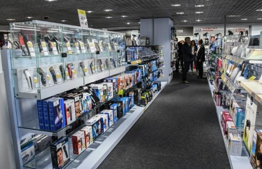 Malgré internet, la distribution pas près de se passer des vendeurs