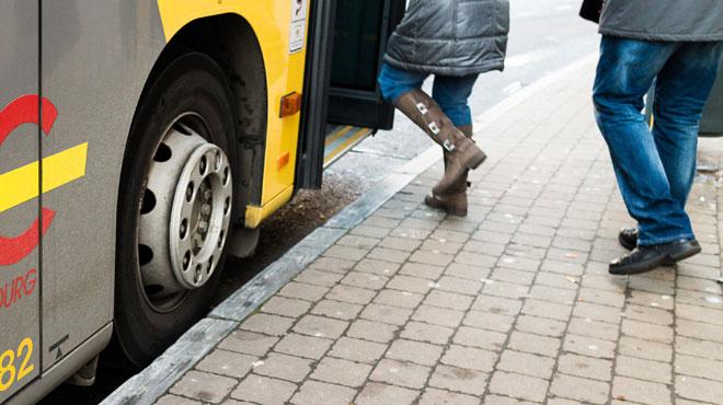 L'ENFER des transports en commun en Wallonie: certains enfants passent plus de 3 heures par jour dedans