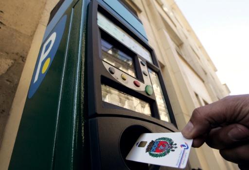 Stationnement: A Paris, des milliers de contrôles de parcmètres