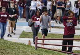 Fusillade en Floride - Le Congrès de Floride passe une loi permettant à certains enseignants d'être armés