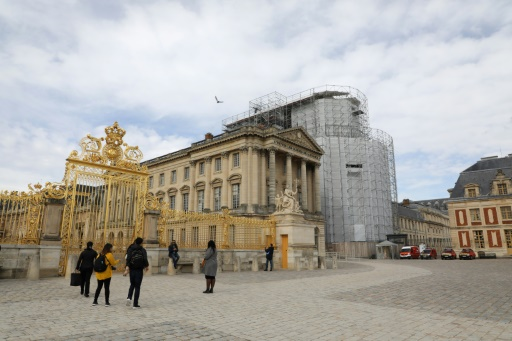 Versailles propose d'adopter une sculpture de la Chapelle royale