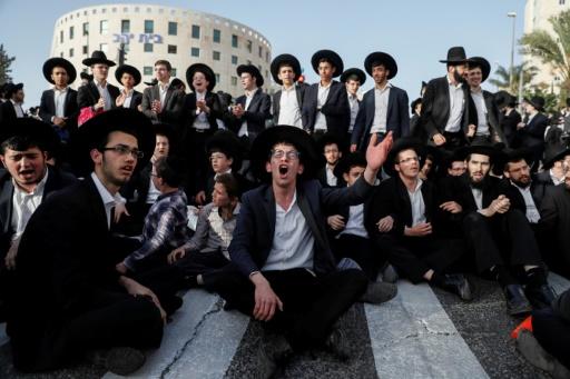 Des juifs ultra-orthodoxes manifestent contre le service militaire