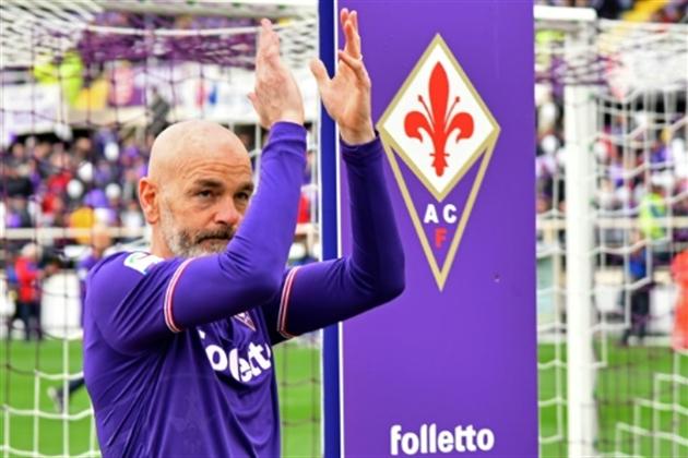 La 'Viola' arrête le match pour Astori — Hommage historique
