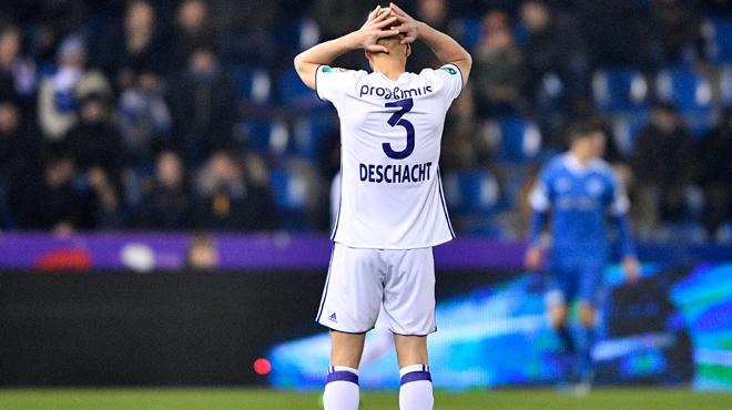 L'avenir d'Olivier Deschacht s'assombrit: le défenseur ne viendra pas en stage dans les Ardennes