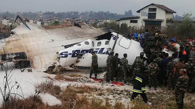Un avion bangladais s'écrase au Népal avec 71 personnes à bord: plusieurs morts
