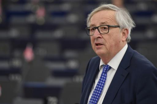 Brexit: Juncker appelle à passer