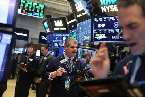 Wall Street, emportée par la technologie, chute à la clôture
