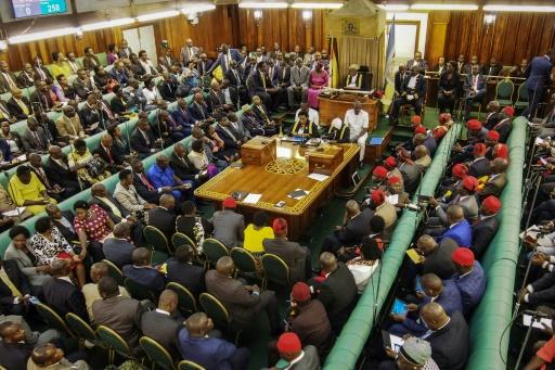 Un député ougandais s'excuse d'avoir encouragé les hommes à
