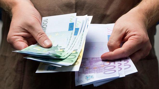 Folle course-poursuite à Besançon: il lance des billets de banque pour semer la police
