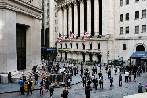 Wall Street hésite entre indicateurs encourageants et tensions commerciales