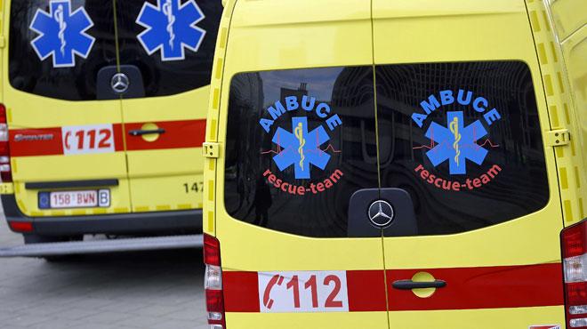 Un poteau tombe sur un bus dans un accident à Liège: deux blessés