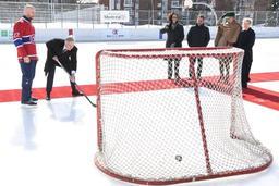 Le roi Philippe buteur en hockey sur glace
