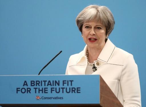 Theresa May rassemble son parti en ciblant la Russie