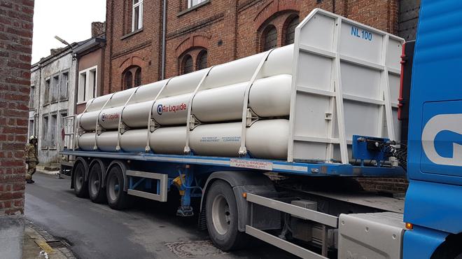 Un camion transportant de l'air liquide accroche la façade d'un bâtiment à Beaumont: un périmètre de sécurité installé (photos)