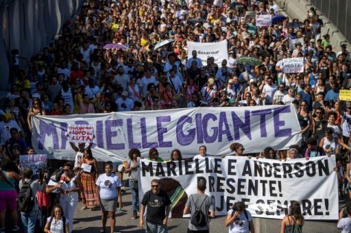 Brésil: 2.000 personnes manifestent dans la favela de l'élue assassinée