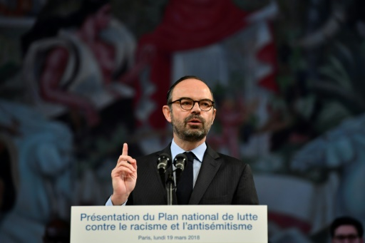 Racisme: la loi va être renforcée pour lutter contre les contenus illicites sur internet, annonce Philippe