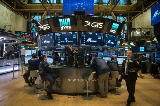 Wall Street ouvre en baisse, lestée par Facebook