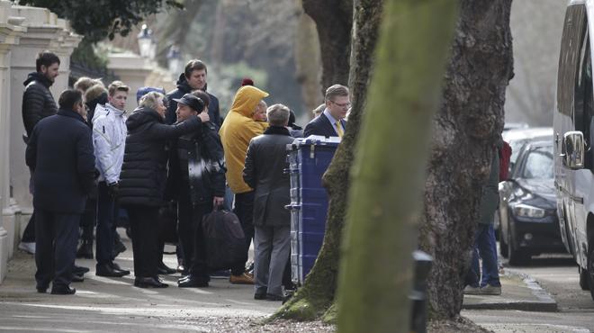 Ex-espion empoisonné: des diplomates russes EXPULSÉS quittent l'ambassade à Londres