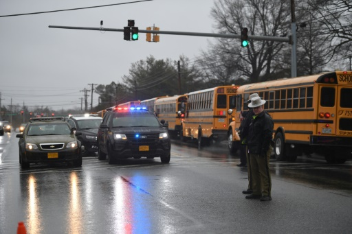 Deux personnes et le tireur blessés dans un lycée près de Washington
