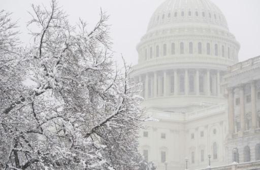 USA: la Chambre et le Sénat approuvent le budget, évitent un