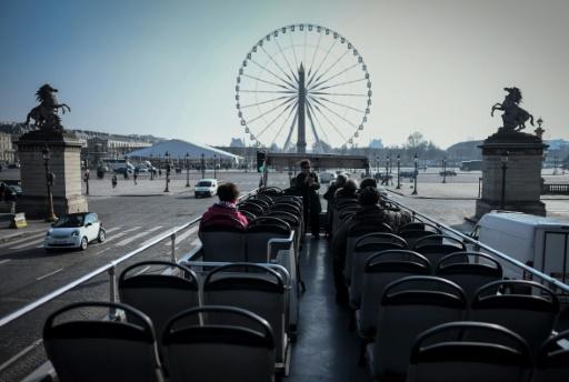 Tourisme: fréquentation record pour Paris, les Américains reviennent
