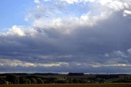 Alternance d'éclaircies et de champs nuageux