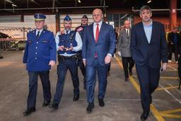 La police contrôle les passagers des bus internationaux