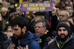 Des milliers de manifestants à Barcelone après l'arrestation de Puigdemont