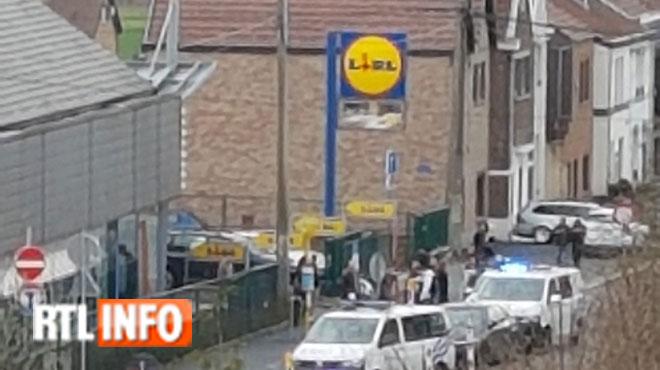 Châtelineau: un homme se retranche chez lui et menace sa femme avec un couteau, il a été emmené par la police