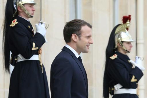 Macron appelle les industriels à
