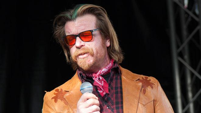 Le chanteur d'Eagles of Death Metal, qui jouait au Bataclan lors des attentats de Paris, s'en prend aux jeunes Américains... qui s'opposent aux armes à feu