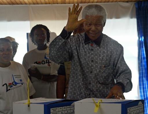 Vendus, les moulages en or des mains de Mandela vont être exposés