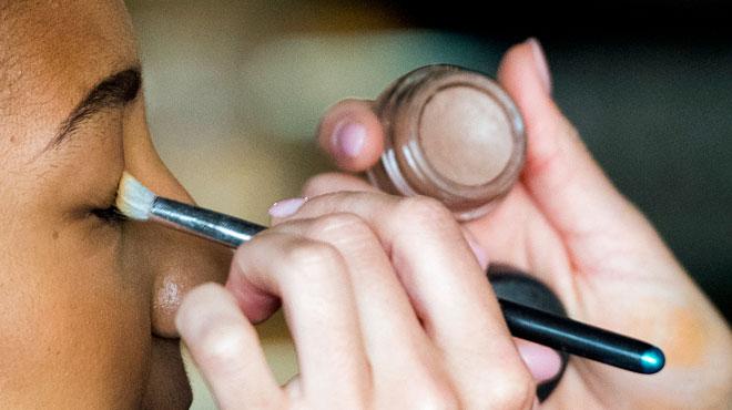 Des traces d'amiante découvertes dans trois produits de maquillage vendus en Belgique