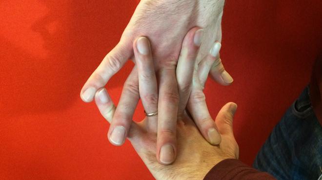 Des scientifiques pensent avoir percé le mystère des craquements de doigts