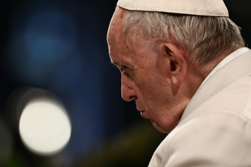Le pape exprime sa honte de laisser aux jeunes